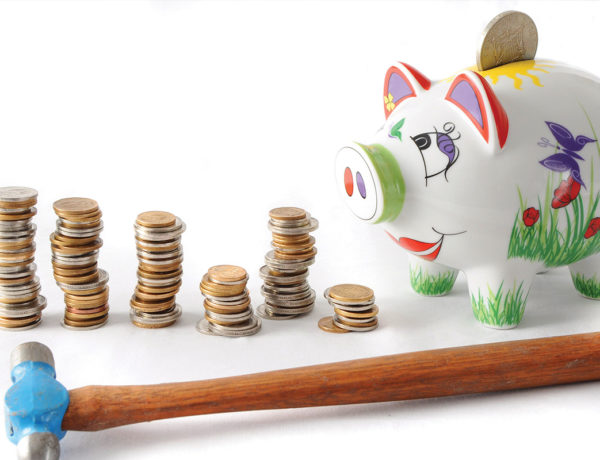 student-budget-piggy-bank-featured-image