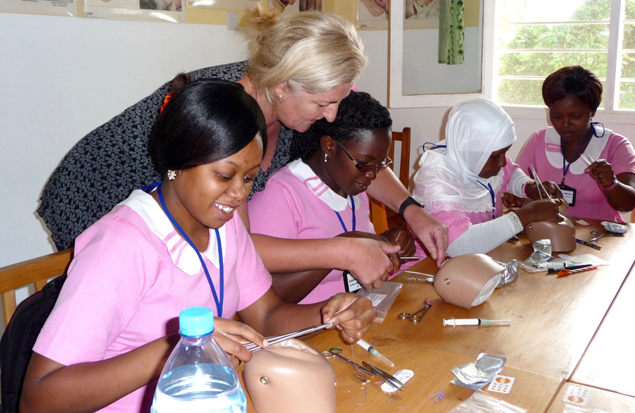 everyday-heroes-a-midwife-in-africa-pink-uniforms