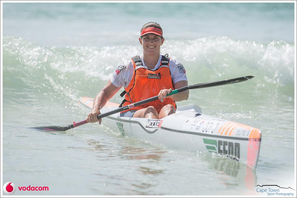 sportymoment-paddling-champs-nikki-mocke-alone-in-boat