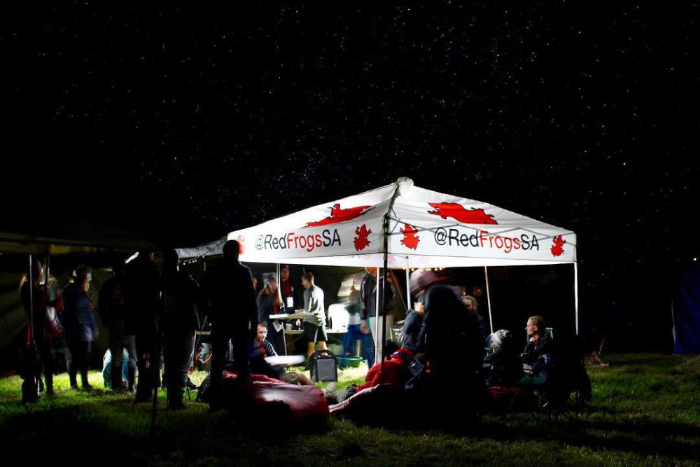 red frogs night tent